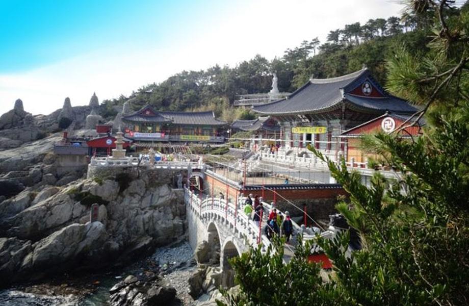 釜山にある海沿いに立つ珍しいお寺「海東龍宮寺」