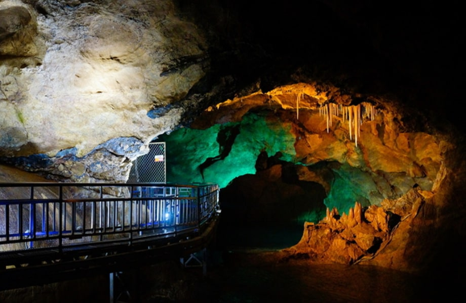 江原道にある石灰岩の巨大洞窟「幻仙窟」