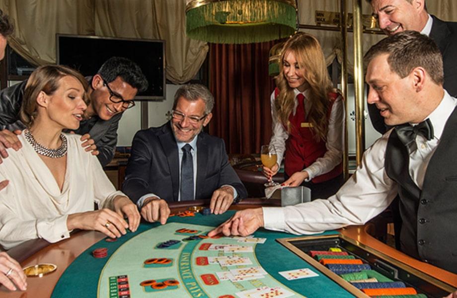 ギリシャ風の荘厳なカジノ「ヴィースバーデン」