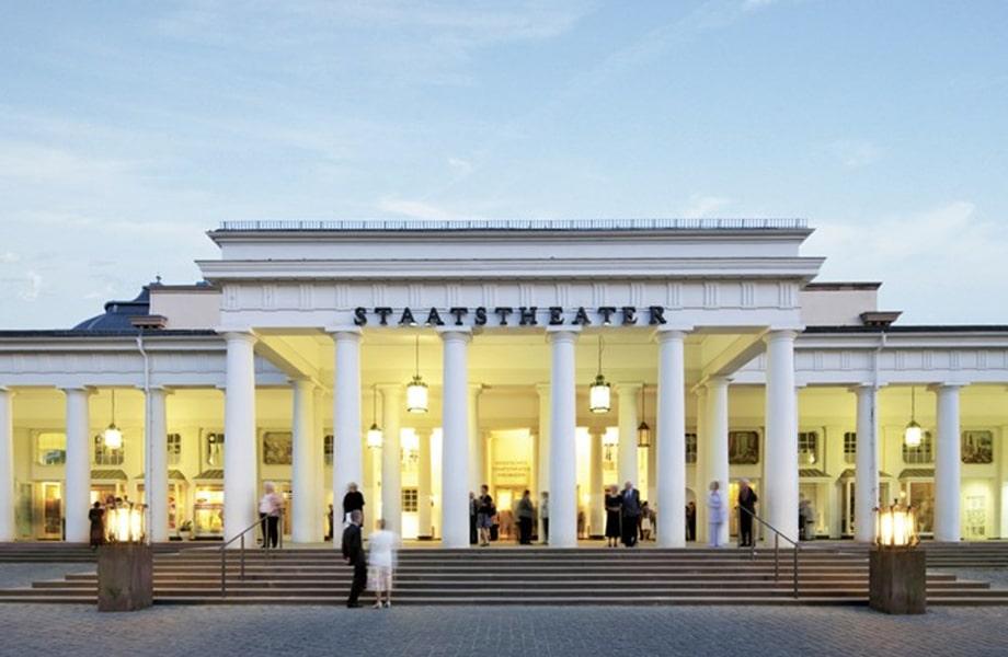 オペラやバレーなどが楽しめるエレガントな劇場「ヘッセン州立劇場」