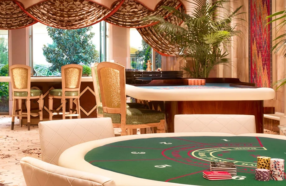 世界的にも有名なカジノ街には大規模なカジノホテルが立ち並ぶ