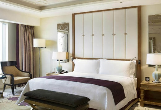 広々とした高級感ある客室と室内サービスが魅力的!
