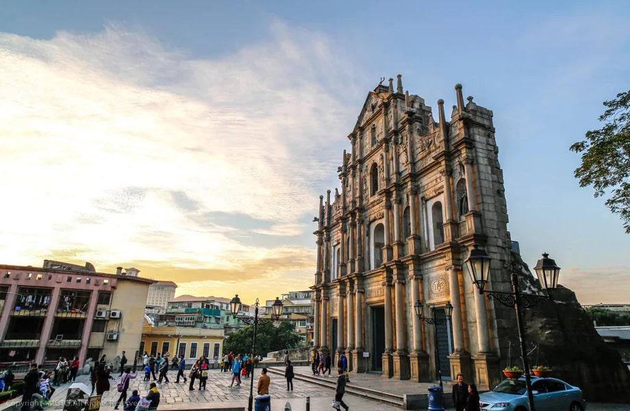 17世紀の大聖堂の遺跡「聖ポール天主堂跡」