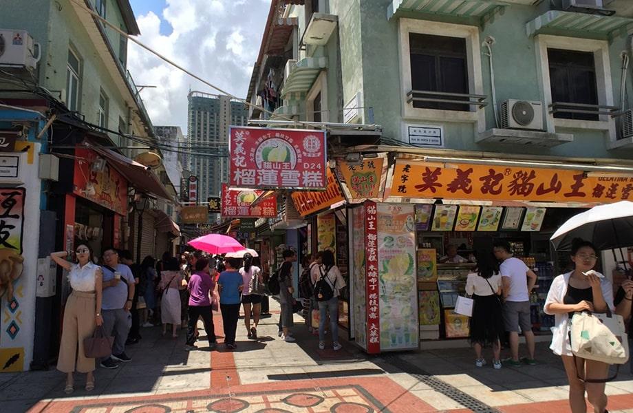 タイパ島で一番賑やかなストリート「官也街」