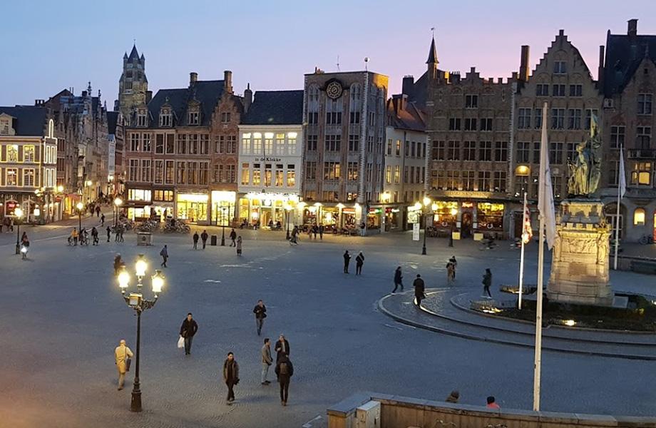市の中央となる世界遺産の広場「マルクト広場」